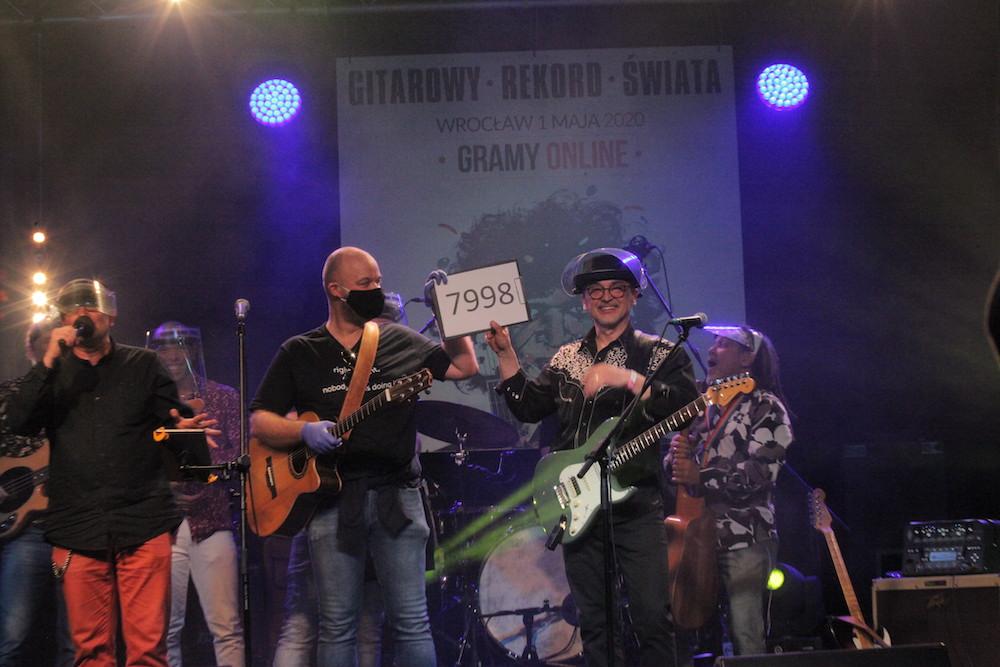 01.05.2020 Wroclaw , Gitarowy rekord Guinessa on line w Starym Klasztorze .  Fot . Krzysztof Cwik / Agencja Gazeta
